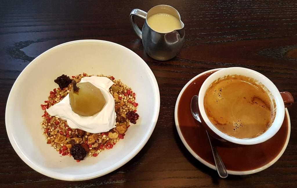 Floriditas granola and coffee