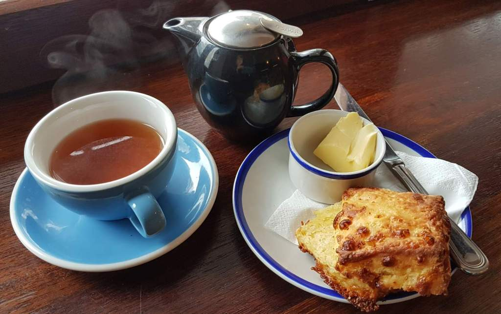 Le Samourai scone and tea