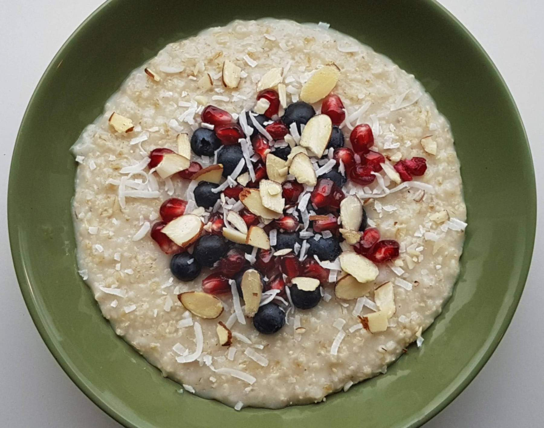 Porridge with pomegranate, blueberries and coconut