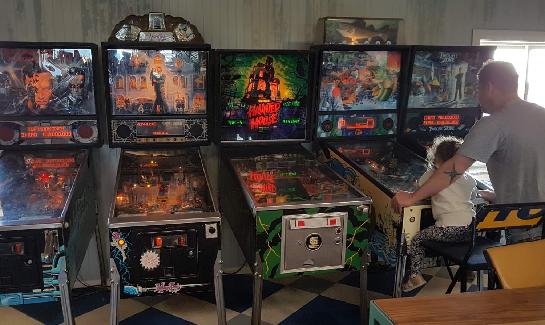 Seashore Cabaret pinball machines