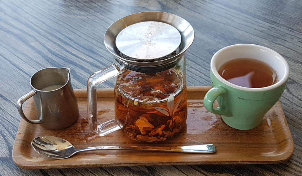 Mojo Poneke tea