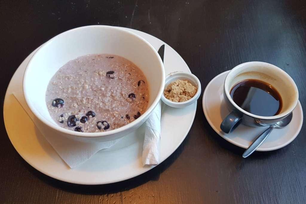 Caffe Mode blueberry porridge and coffee