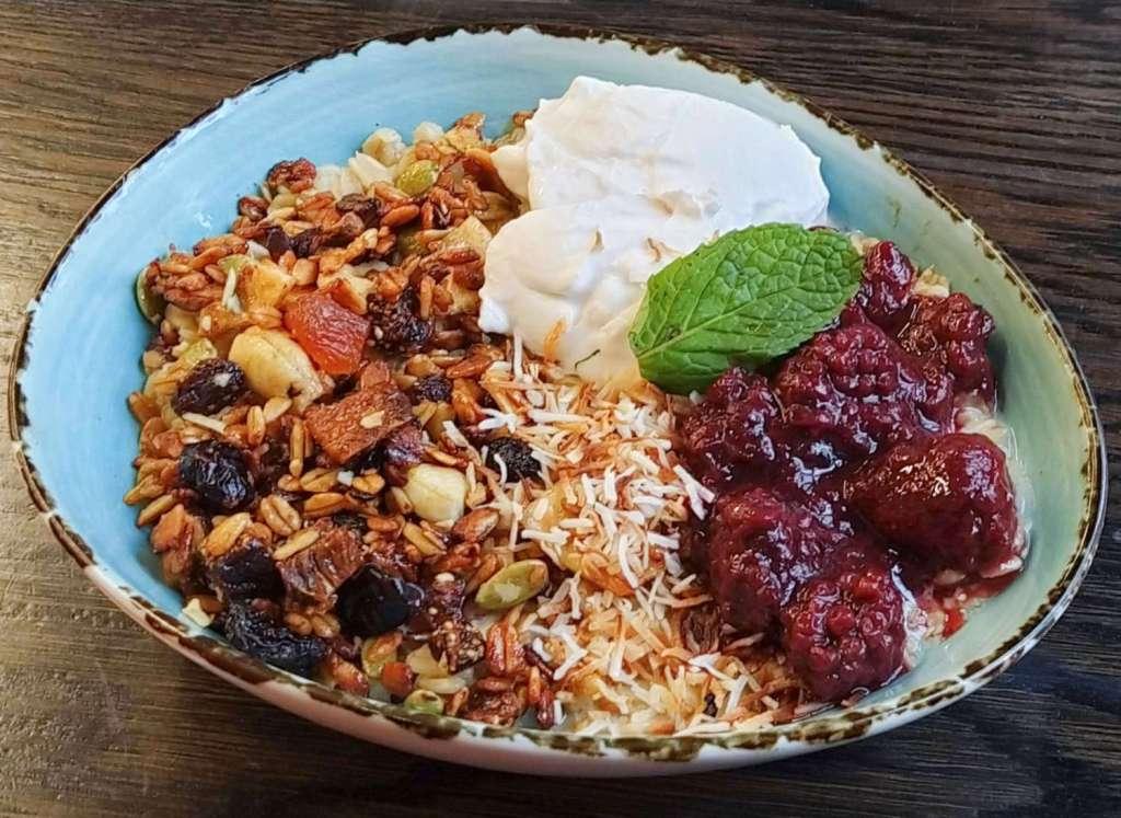 Karaka cafe porridge 2020