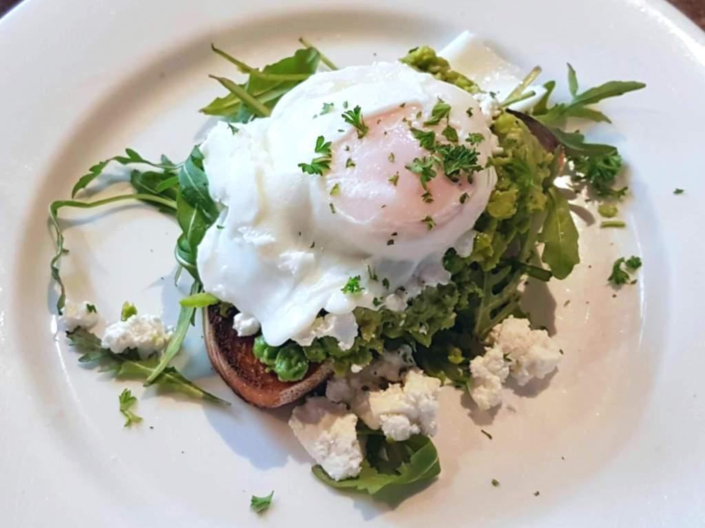 Cafe Kaizen - egg and avo on toast