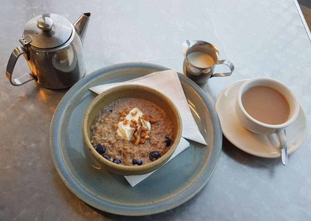 Dunshea's Deli - porridge and tea