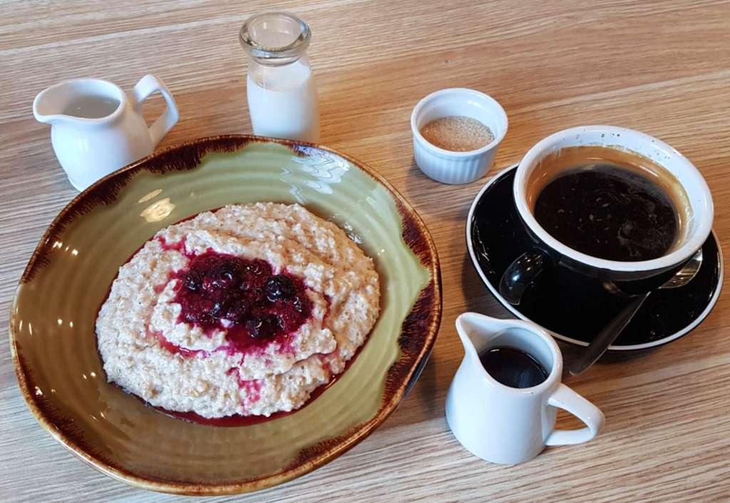 Urban on Manners - porridge and coffee