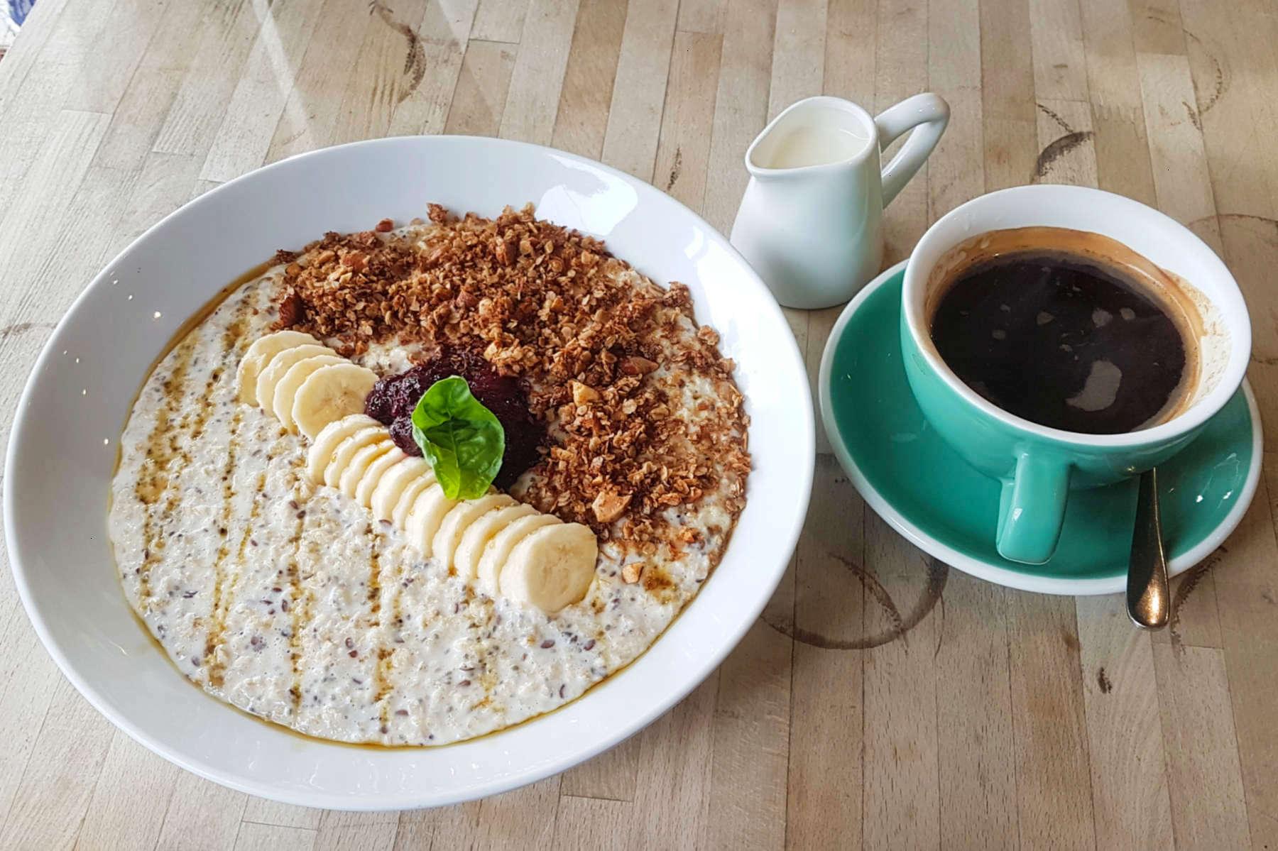 Arcimboldi - porridge and coffee