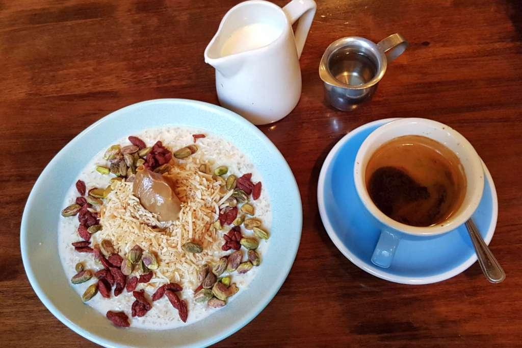 Pravda porridge and coffee