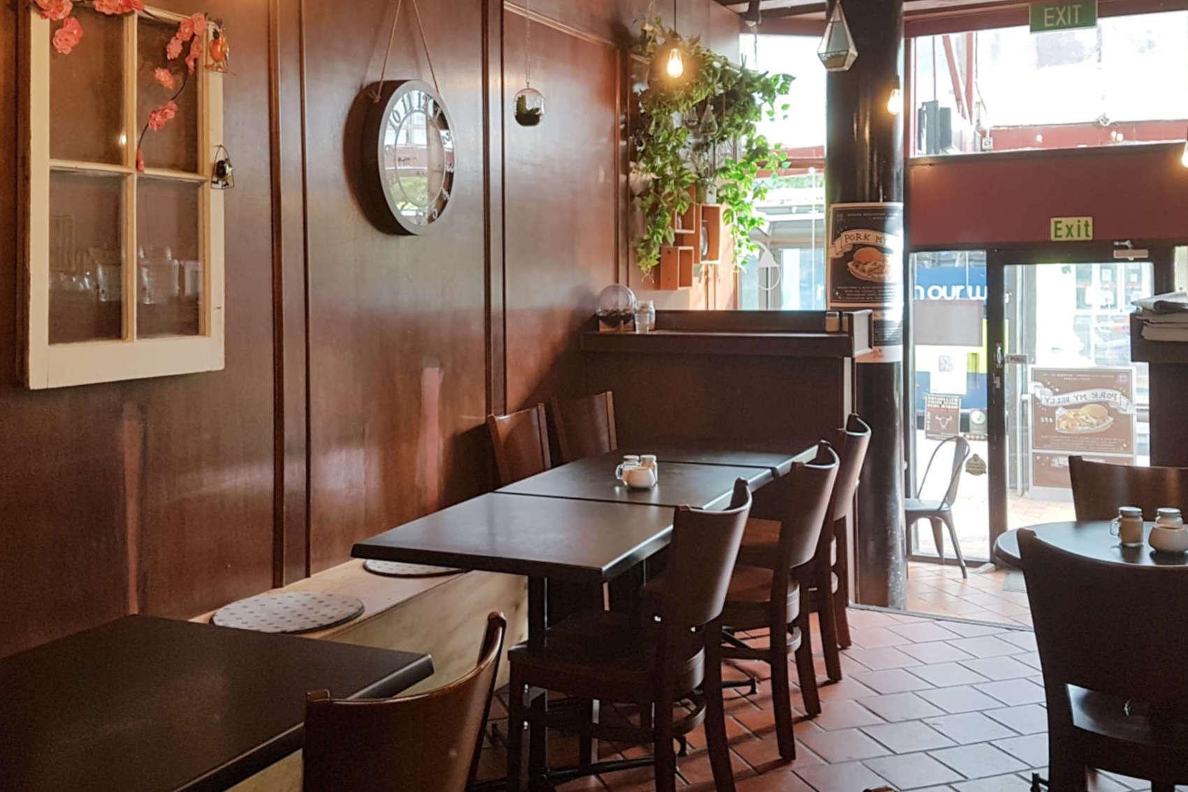 Willi's Kitchen - interior to front