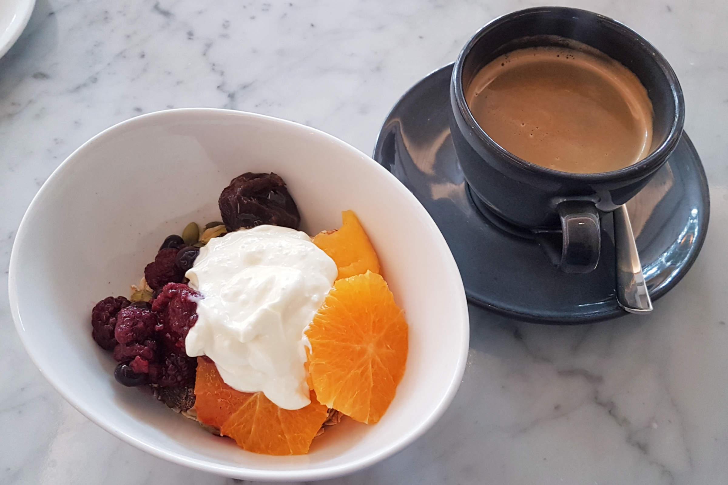 Chameleon - muesli and coffee
