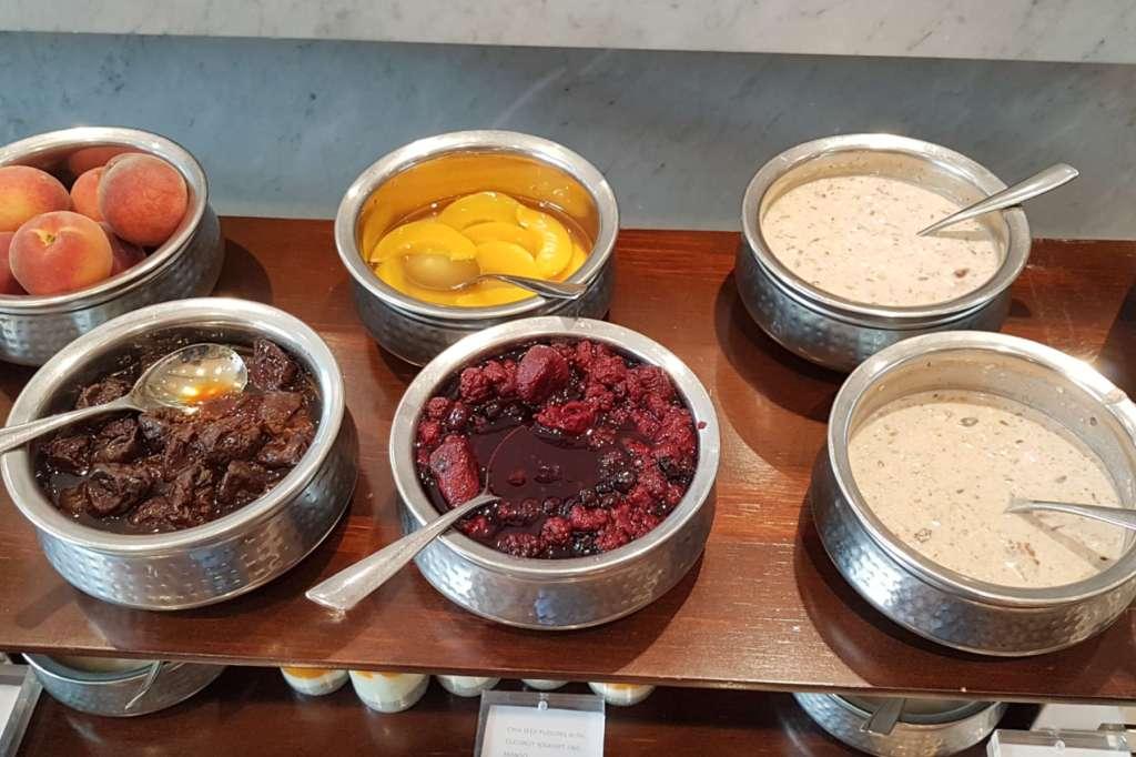 Chameleon - stewed fruits and bircher