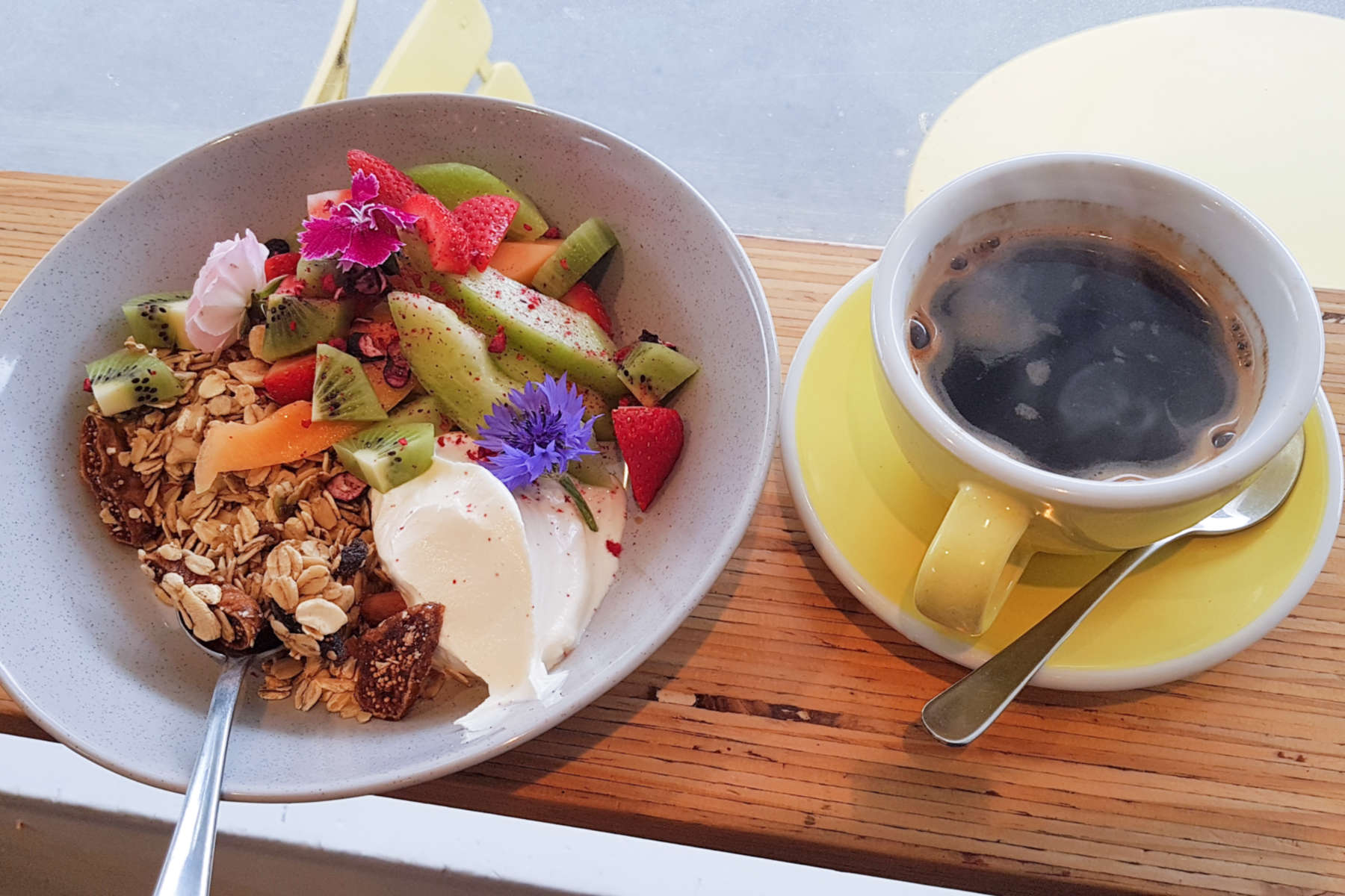 Betsy muesli and coffee
