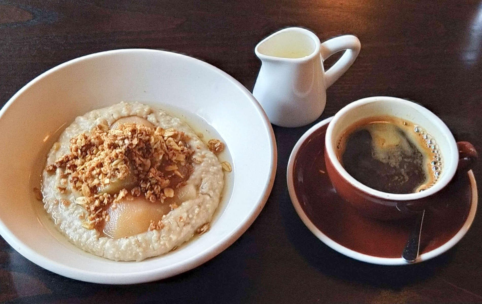 Floriditas - porridge and coffee