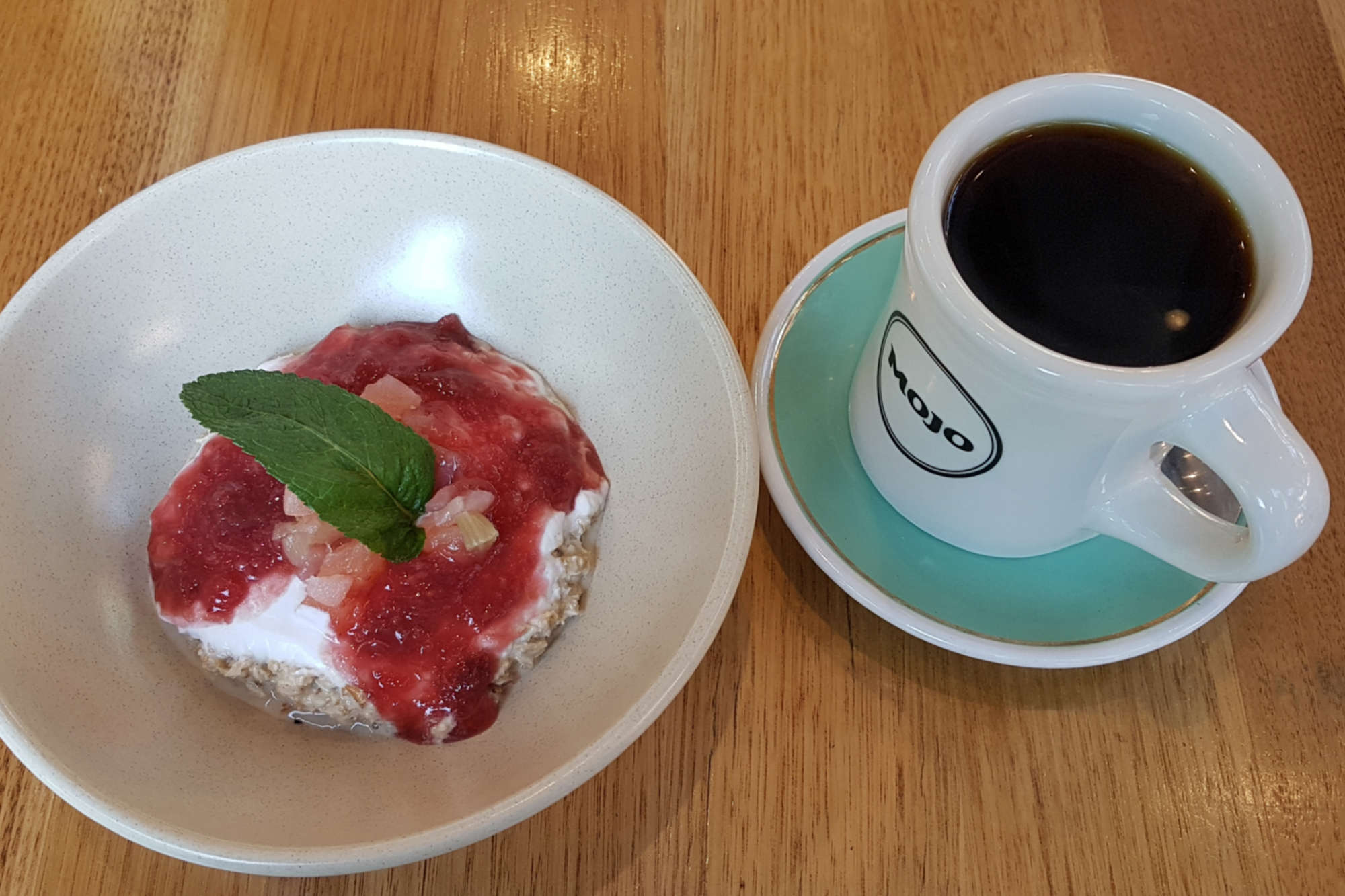 Mojo waterfront cafe - bircher and coffee